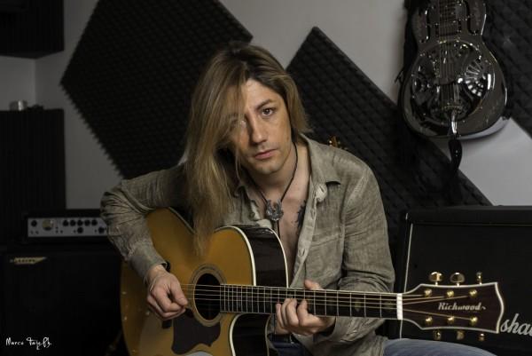 simone-pirola-chitarra